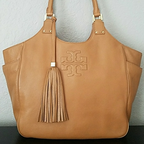 66c3170cbea4 Tory Burch Tasseled Shoulder Bag. M 5b65e7f26a0bb76a49beb0ee